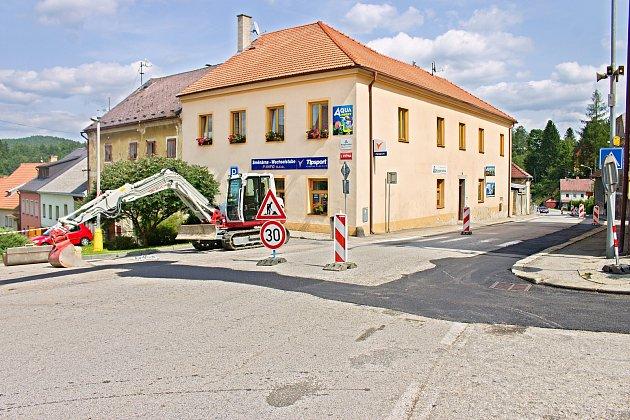 Společnost Čevak začal výkopy ve Vyšším Brodě spravovat provizorně.