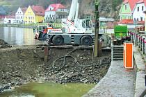 Lidé se bojí, že protipovodňová opatření narušila tok spodní vody pod městem.