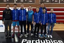 Tým SK Badminton Český Krumlov, který vybojoval na MČR družstev kategorie starších žáků U15 v Pardubicích sedmé místo.