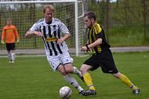 Okresní soutěž muži – 18. kolo: SK Holubov (žlutočerné dresy) – FK Spartak Kaplice B 1:9 (1:1).