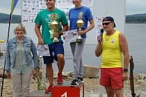 Mezinárodní závod v dálkovém plavání v Dolní Vltavici.
