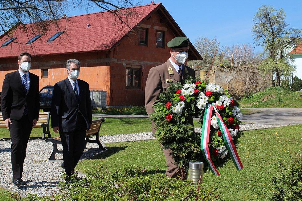 Pietní akt ve Zlaté Koruně připomněl padlé během květnového povstání na konci druhé světové války.