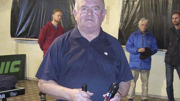 Speciální cenu, archivní víno, si z Krásetína odnesl nejstarší účastník turnaje - celkově šestý jedenasedmdesátiletý matador Josef Reitinger z Křemže.