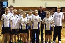 Desítka žákovských nadějí SK Badminton Český Krumlov pod vedením trenéra Jiřího Frendla na krajském turnaji kategorie U15 v českobudějovické sokolovně.