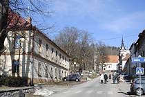 Radnice v Horní Plané dostane nová okna.