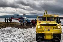 Účinné záchraně člověka, jenž se probořil do ledu, se koncem minulého týdne v Dolní Vltavici učili záchranáři z celého Česka.