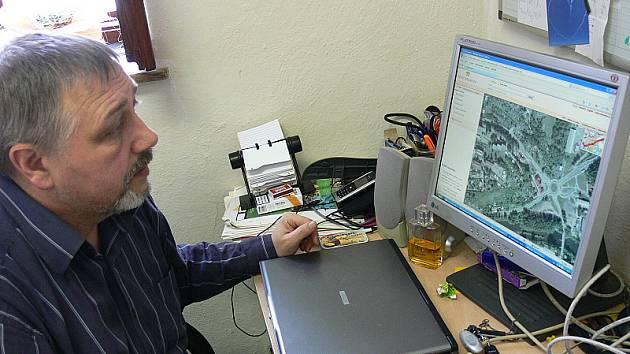 Tibor Horváth při včerejším představování nového internetového mapového systému.