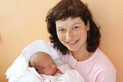 Adéla Hartlová se narodila za přítomnosti obou rodičů 30. května 2017 v 9:24. Na holčičku vážící 3380 g čekali dva sourozenci – Hanka, která brzy oslaví sedmé narozeniny, a téměř pětiletý Filip. Rodina Ivany a Tomáše Hartlových bydlí v Římově.