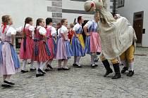 Folklórní soubor Jitřenka přivezl s sebou do Českého Krumlova velikonoční atmosféru.