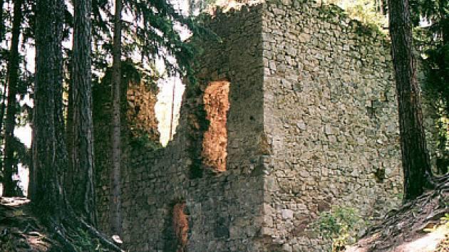 Zřícenina hradu Pořešín je prozkoumávána archeology.