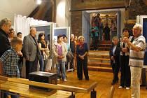 Výstava jedenácti velešínských fotografů.