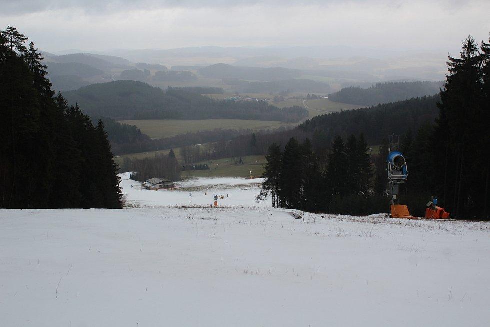 Na Lipně se připravují na zahájení zimní sezóny 2019/2020. Pokud počasí dovolí, bude to v sobotu 14. prosince.