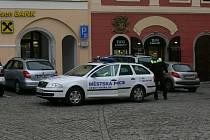 Nové služební auto krumlovských strážníků.