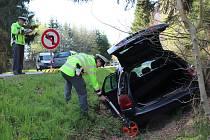 Dvě osobní auta se střetla na křižovatce mezi Velešínem a mostem přes římovskou přehradu.