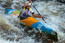 Závodníci SK Vltava Český Krumlov při sjezdech v peřejích pod lipenskou přehradou.