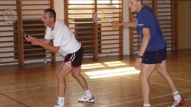 Vítězi 16. ročníku badmintonového turnaje o Veletržní pohár se stala česko–rakouská dvojice Pavel Florián z SKB Český Krumlov (na snímku vpravo) a Rakušan Rolland Senk.