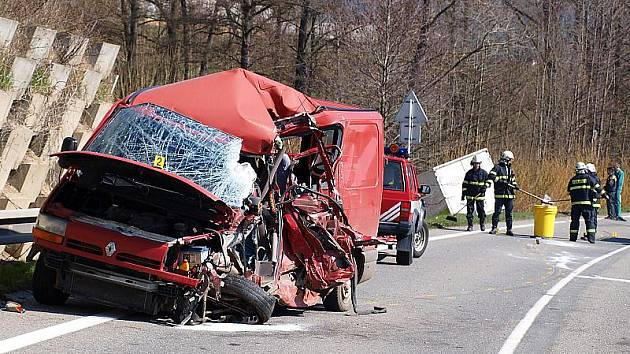 Těžká nehoda u Kájova se vyžádala dvě zranění.