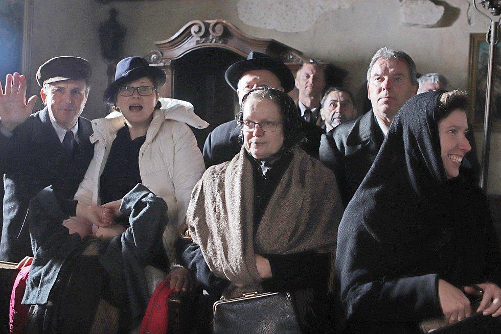 Natáčení filmu Nabarvené ptáče,který režíruje Václav Marhoul,ve vojenském újezdu Boletice u Českého Krumlova