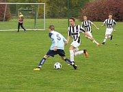 I.A třída dorostu (skupina A) - 10. kolo: FK Spartak Kaplice / FK Dynamo Vyšší Brod (bíločerné pruhované dresy) - TJ Hluboká nad Vltavou 9:1 (3:1).