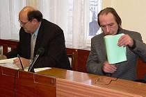 Českokrumlovský soud shledal Ladislava Vaňka (vpravo) viným.