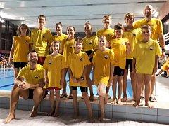 Tři zlaté medaile přivezli mladí krumlovští vodní záchranáři ze závodů v pražské Hostivaři.