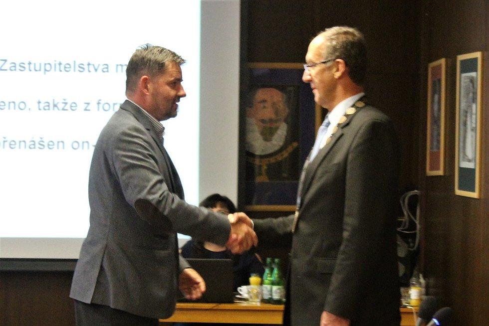 2. místostarosta města Martin Hák skládá slib zastupitele.