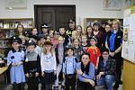 V rámci celostátní akce Noc s Andersenem si děti v Městské knihovně Český Krumlov hrály s pohádkami Karla Čapka na detektivy.