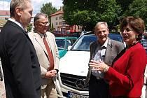 Velvyslankyni Jihoafrické republiky v ČR přivítal ve Frymburku starosta Oto Řezáč.