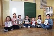 Snímek prvňáků ze ZŠ Římov je pořízený v době ještě před nařízením vlády o uzavření škol.