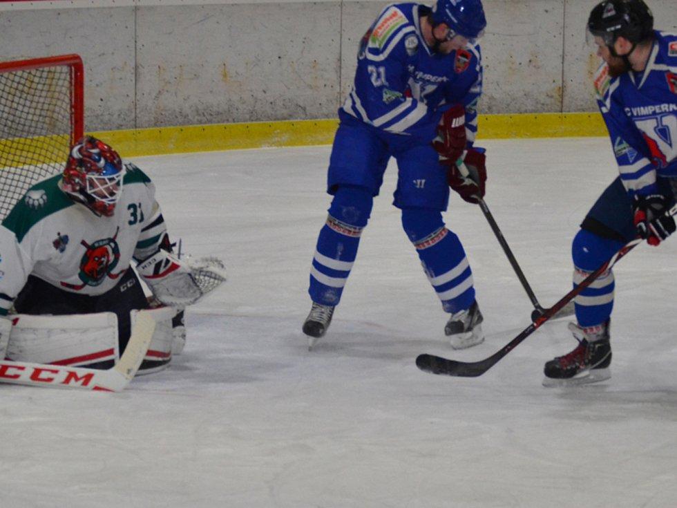 KL muži – 18. kolo: HC Slavoj Český Krumlov (bílé dresy) – HC Vimperk 0:1 (0:1, 0:0, 0:0).