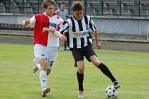 Návrat k tradici avizovali fotbalisté Spartaku už představením nových dresů v černobílém provedení. V těchto kaplických barvách si první trefu na turnaji v Týně připsal Michal Flöring (vpravo), jenž proti budějovické Slávii pečetil na konečných 3:1.