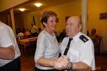 Ples dobrovolných hasičů ze Skřidel v zubčickém sále.