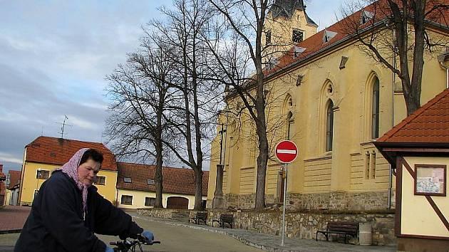 Mohutný kostel sv. Michaela archanděla ze třináctého století, který stojí přímo v centru Křemže, patří k nejcennějším památkám na Křemežsku.