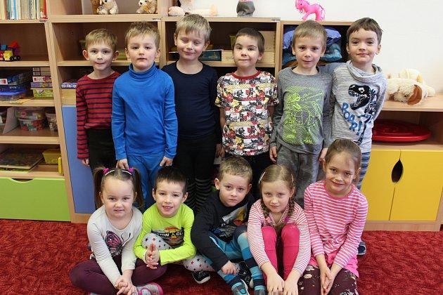 Do dolnotřebonínské školky dochází dvanáct předškoláků, jeden chlapec při fotografování chyběl.
