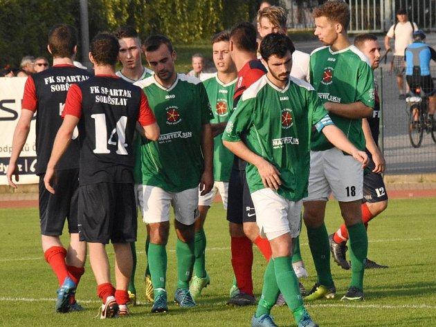 Poprvé v nové sezoně odcházeli fotbalisté českokrumlovského Slavoje po utkání ze hřiště se svěšenými hlavami.