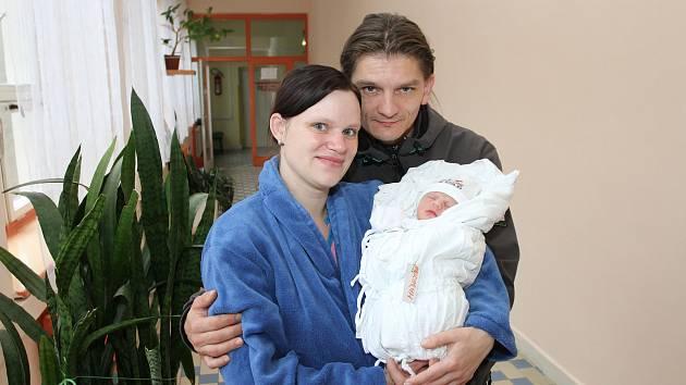 Štastní rodiče Iveta Tvarohová a Lubomír Madej z Českého Krumlova s dceruškou Terezkou Madejovou.