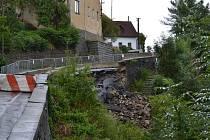 Podpůrná zeď v Křemži se v srpnu zřítila.