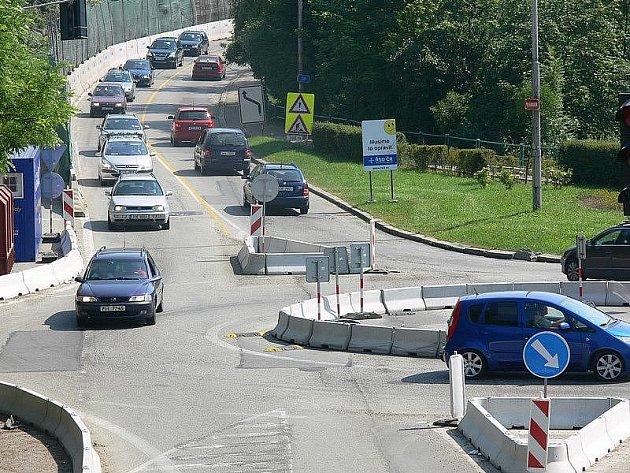 Ohlasy řidičů na nový kruhový objezd byly zpočátku většinou veskrze  kladné.