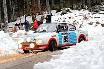 Do několik tisíc kilometrů dlouhé soutěže vyrazí kaplicko-dobrovodská dvojice Karel Mach a Jan Bláha (na snímku se svým vozem Škoda 130 RS ze své poslední účasti při Rallye Monte-Carlo v roce 2017) ve středu z řeckých Atén.