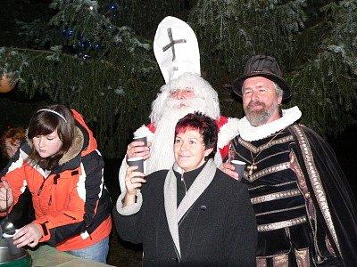 Slavnostní rozsvícení vánočního stromu v Mojném.