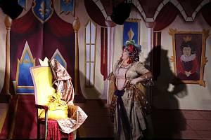 Divadelní pohádka Jak se čerti ženili pobavila diváky v Kaplici.