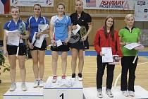 Poprvé v kariéře nastoupily společně v deblu českokrumlovské dívky Lucie Černá a Hana Milisová (na nejvyšším stupínku zleva) a hned se mohly radovat z titulu mistryň České republiky.