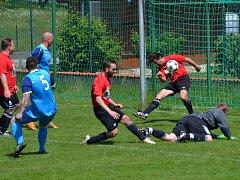 Okresní přebor muži - 18. kolo: FK Nová Ves / Brloh B (červené dresy) - Sokol Kájov 3:6 (2:4).
