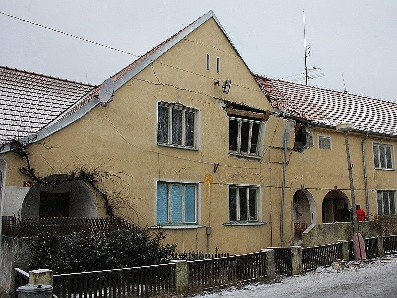 Výbuch plynu a následný požár téměř zdemolovaly dům ve Větřní.