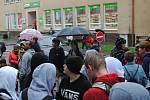 Povinná dezinfekce ve vestibulu školy čekala na žáky českokrumlovské ZŠ T. G. Masaryka.