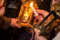 Slavnostní předání Betlémského světla ve Vyšším Brodě.