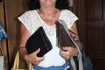 Pravidelnou dárkyní pěkných kabelek je Marie Pechová z krumlovského Plešivce.