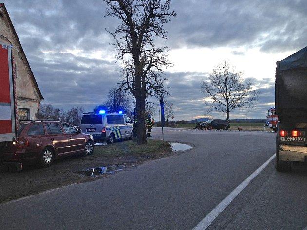 Ráno motoristy na křižovatce na Holkově brzdila dopraní nehoda.