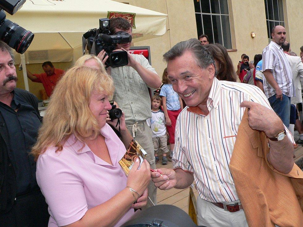 Renatě Wolákové se podařilo v Českém Krumlově s Karlem Gottem setkat osobně.