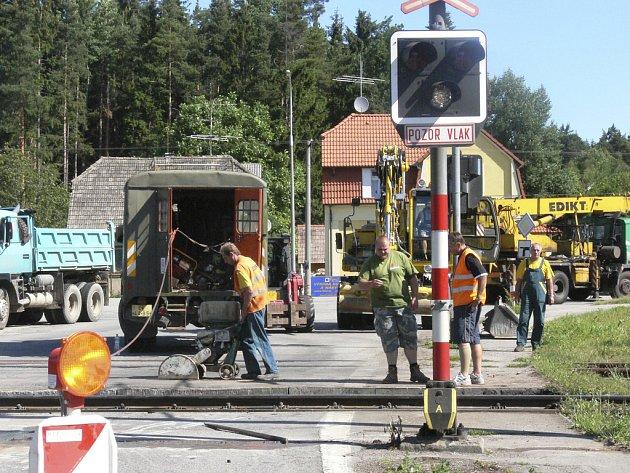 Rekonstrukce přejezdu začala v neděli 17. června.